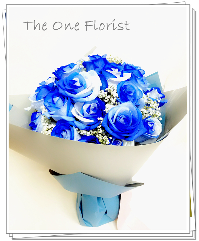"""**特別精選** (A10) 南美大頭雙色藍白玫瑰 連"""" I Love You""""飾牌及 情人節心意咭 6枝$980 12枝$1820 18枝$2280 (自選南美玫瑰顏色:黑紅,藍白,紫白,藍,黑) (10/2-14/2情人節期間不設指定送貨時間,免運費送貨時間為早上9:00-下午5:00內送抵,如需指定送貨時段將收取運費) 歡迎查詢訂購 Workshop:24890606 WhatsApp:63861616 www.theoneflorist8.wix.com/home"""