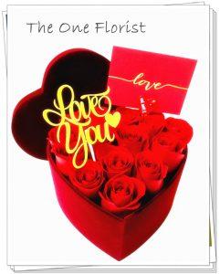 """**情人節熱賣系列** VBOX-A02 紅玫瑰心形絨布花盒 連"""" I Love You""""飾牌及 情人節心意咭 18-24枝玫瑰花 (數量視乎花朵大小而定) $1080 Size:22x9cm (可自選玫瑰顏色) (花盒顏色:淺紫,中紫,寶藍,粉紅,粉藍) (10/2-14/2情人節期間不設指定送貨時間,免運費送貨時間為早上9:00-下午5:00內送抵,如需指定時段將收取運費) 歡迎查詢訂購 Workshop:24890606 WhatsApp:63861616 www.theoneflorist8.wix.com/home"""