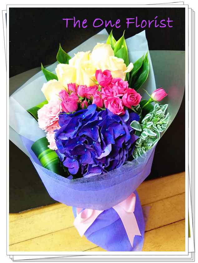 B13 玫瑰繡球花束 只限門市自取優惠$690 查詢訂購WhatsApp:63861616